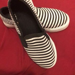 🔥3/$10🔥striped Slip on shoes
